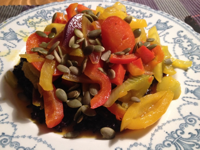 Paprikagryta med svart råris.