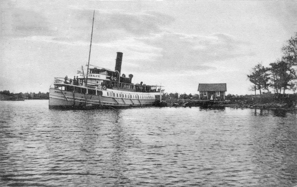Ångbåtsbryggan_Gräddö_ca_1900