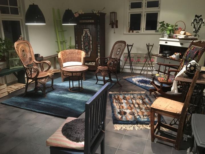 De gamla möblerna hämtas framigen
