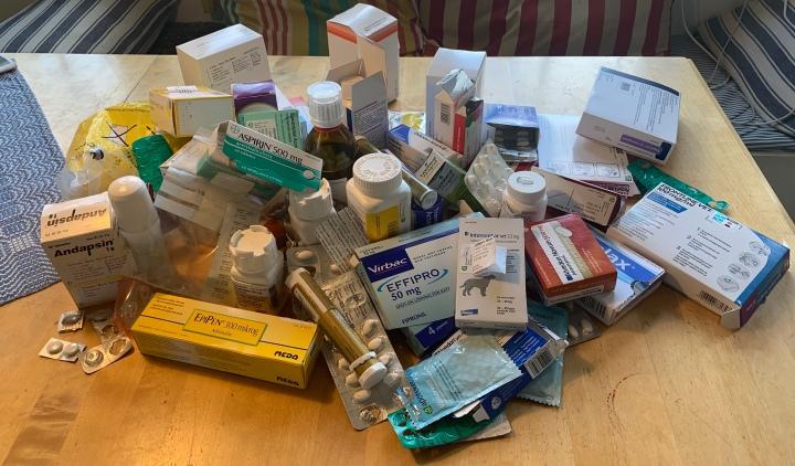 Blir man sjukare av att ha mycket medicinhemma?
